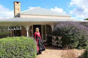 Felicity's Vintage and cafe, Tamborine Mountain, Gallery Walk