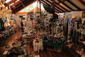 Gallery walk, Shopping Tamborine Mtn, The Green behind the Gold